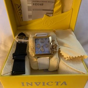 Never worn invicta women watch  changeable bands